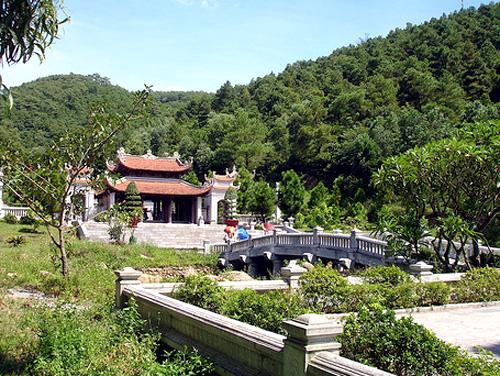 Đền thờ Nguyễn Trãi ở Khu di tích Côn Sơn