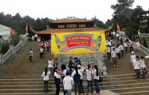 Đền thờ Chu Văn An trên núi Phượng Hoàng