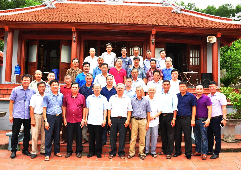 Các thành viên tham dự Hội nghị chụp ảnh lưu niệm