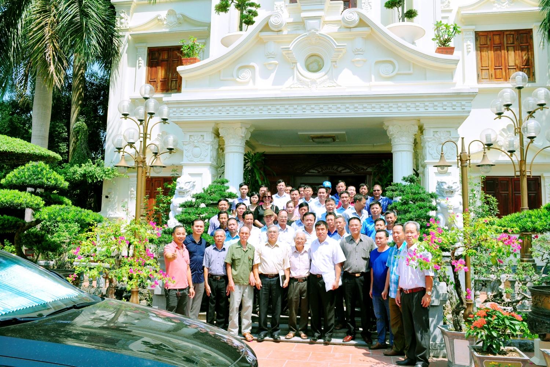 Các thành viên ưu tú của 8 chi họ Đồng ở thành phố Chí Linh về tham dự buổi gặp mặt, giao lưu